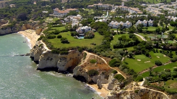 A cliff top location with stunning ocean views: Vila Vita Parc in the Algarve
